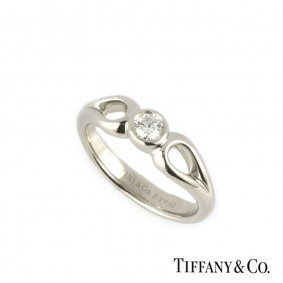 Tiffany & Co. Round Brilliant Cut Diamond Ring in Platinum 0.15 G/VS